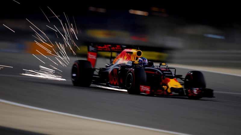 f1-bahrain-gp-qualifying-pp-hamilton-honda-camp-sinks-to-12-14th20160403-10