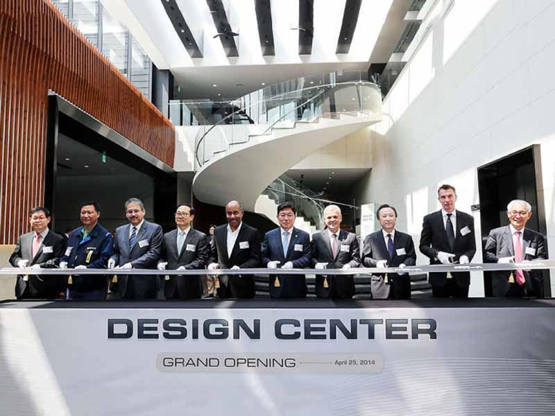 gm-ed-wells-burn-retires-of-global-design-successor-michael-simcoe20160411-7