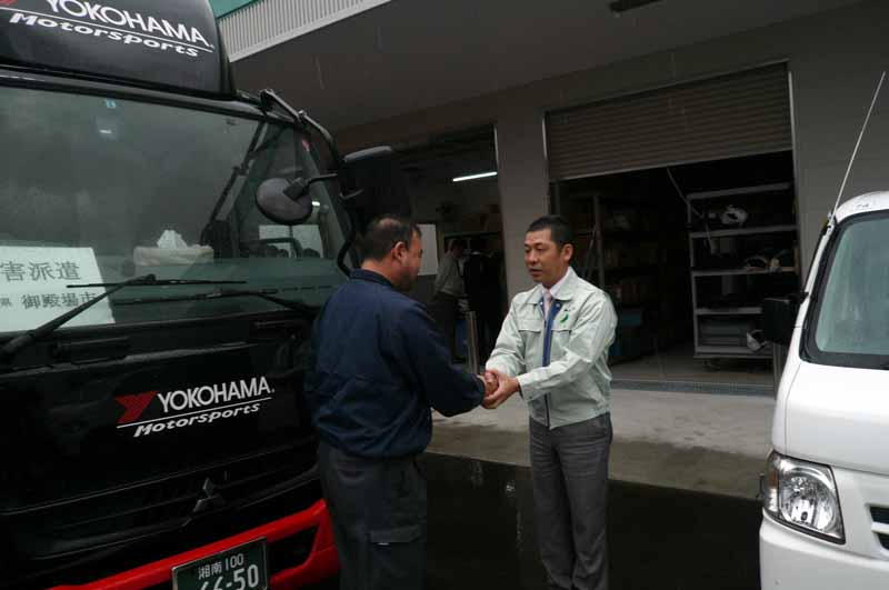 gotemba-city-and-gt-association-tion-the-relief-supplies-to-kumamoto-it-should-be-noted-that-super-gt-round-3-held-in-the-postponement20160422-4