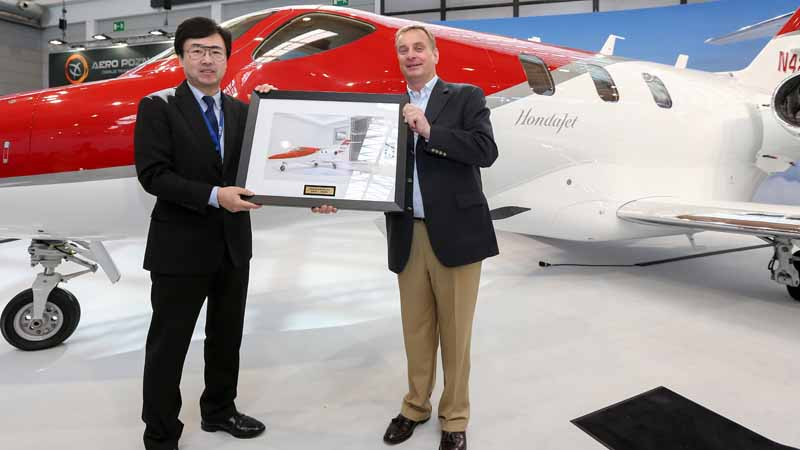 honda-the-start-of-the-delivery-in-the-european-hondajet20160421-1