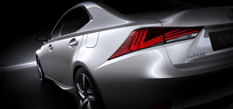 lexus-the-worlds-first-showing-off-the-new-is-in-beijing-aim-the-near-luxury-market-acquisition-to-grow20160426-9