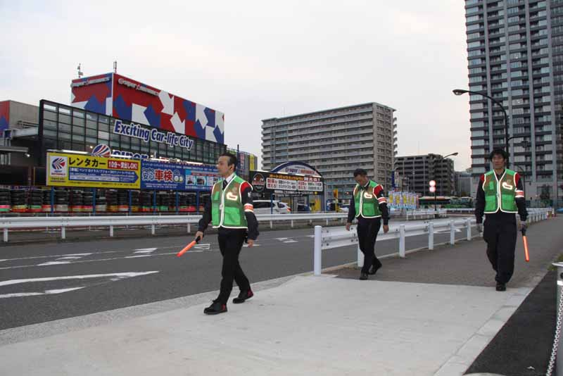 super-autobacs-tokyo-bay-shinonome-crime-prevention-activities-initiated-by-the-blue-crime-prevention-patrol-car-20160416-2