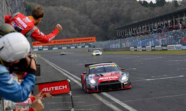 super-gt-first-leg-and-okayama-the-motul-autech-gt-r-win-the-fierce-battle20160411-6