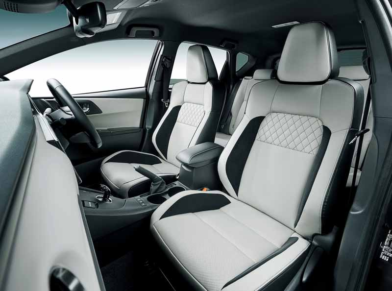 toyota-established-a-new-hybrid-grade-to-auris-expand-the-hv-to-18-models20160418-12