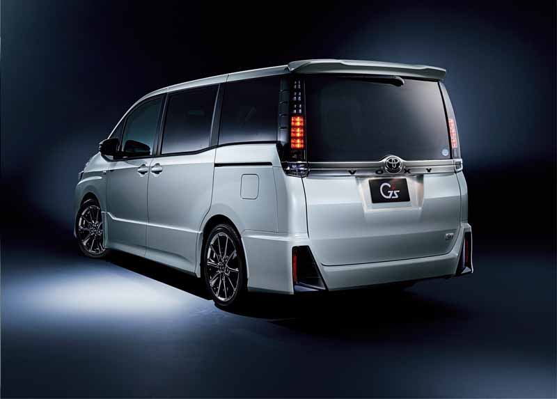 toyota-motor-corp-set-the-gs-of-the-voxy-and-noah20160420-2