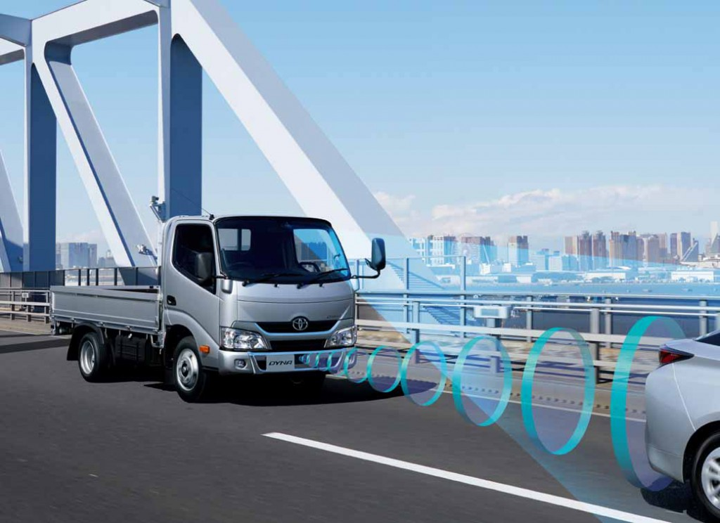 toyota-the-first-equipped-with-the-collision-damage-mitigation-to-dinah-and-toyoace-2t-product-system20160407-1