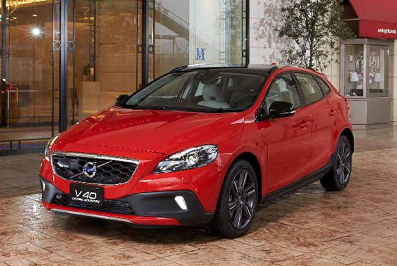 volvo-launched-the-v40-cross-country-anne-mika-selection20160406-1