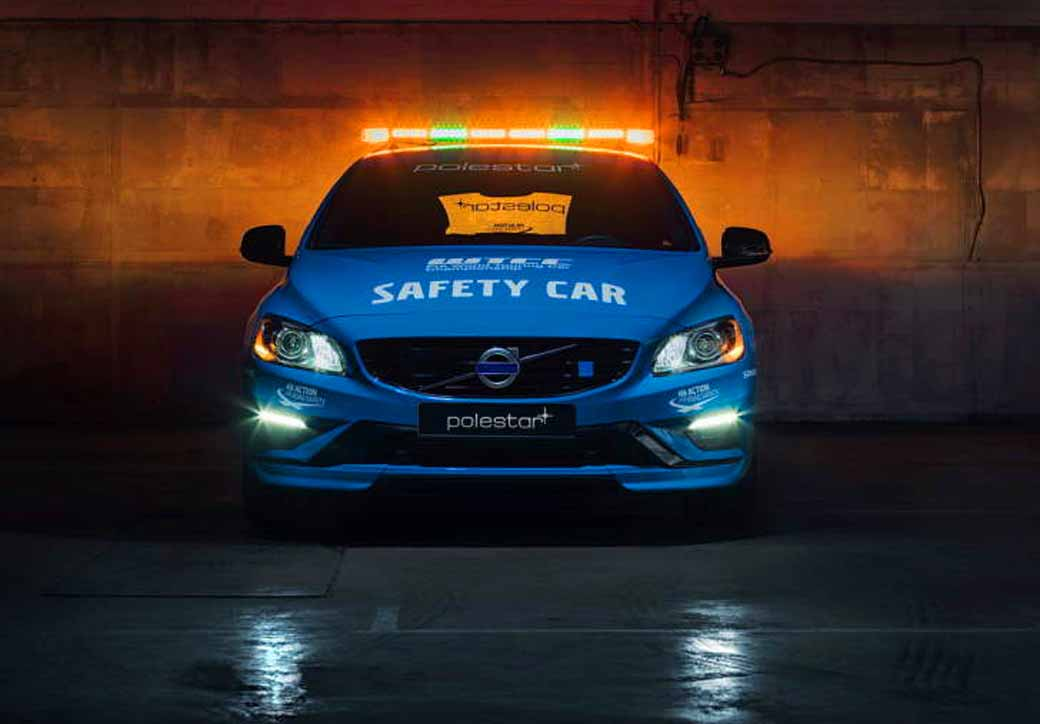 volvo-v60-polestar-debut-as-wtcc-history-most-secure-safety-car20160403-6