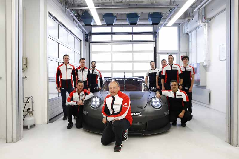911rsr-successor-model-of-the-start-of-the-test-run-debut-scheduled-in-the-2017-24-hours-of-daytona20160513-2