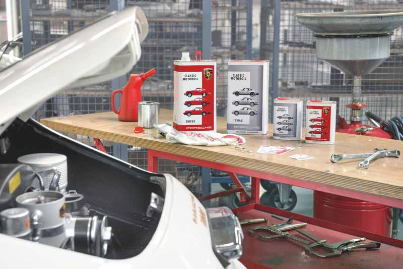 arrange-porsche-classic-the-preparation-of-an-air-cooled-flat-motor-oil20160525-3