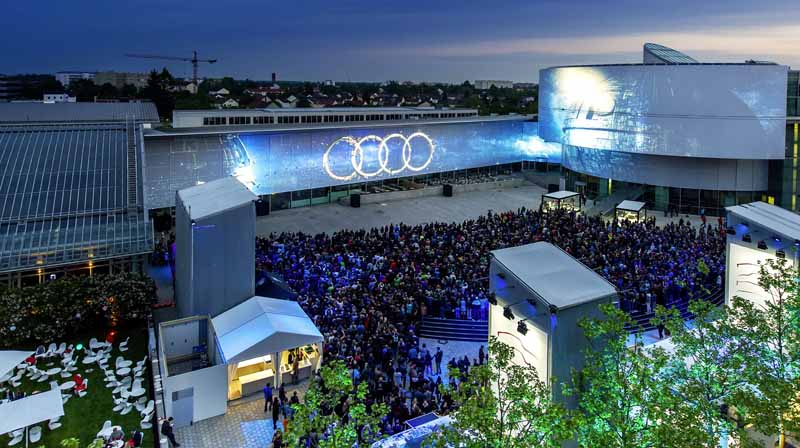 audi-late-light-show-is-performed-to-decorate-the-world-premiere-of-the-audi-a5-coupe20160531-16