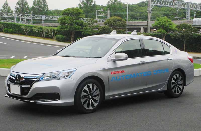 domestic-automobile-manufacturers-three-companies-provides-automatic-operation-vehicles-such-as-the-ise-shima-summit20160526-1