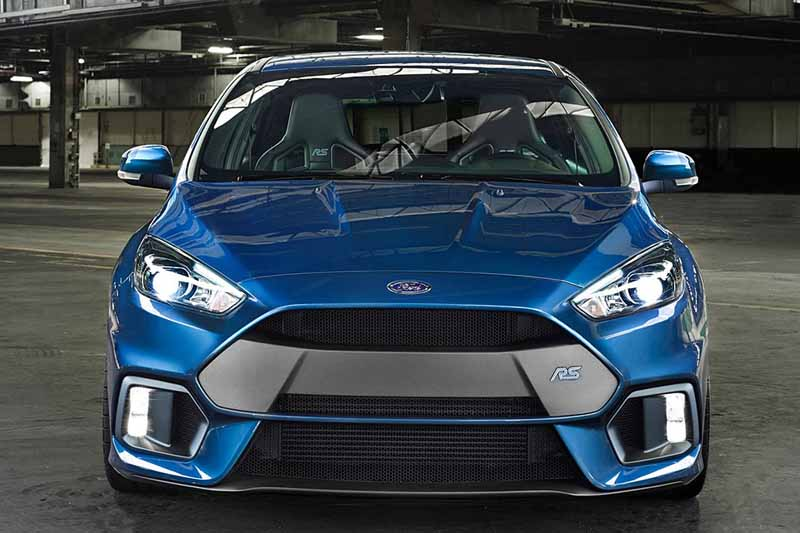 it-elected-a-ford-focus-rs-in-the-car-of-the-year-of-the-british-magazine-vdi-2016-years20160508-8