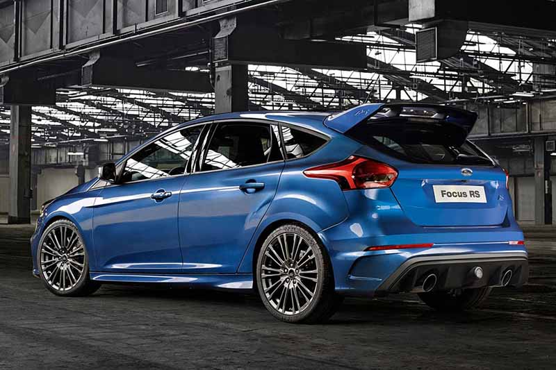 it-elected-a-ford-focus-rs-in-the-car-of-the-year-of-the-british-magazine-vdi-2016-years20160508-9