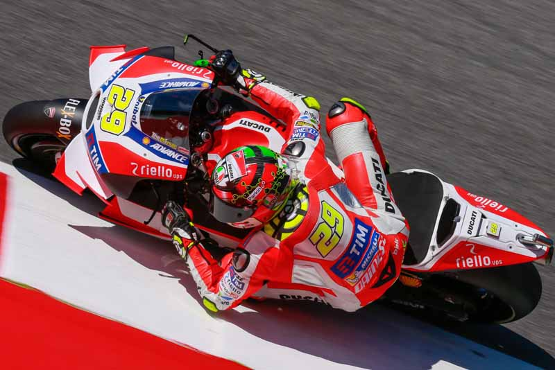 motogp-round-6-italy-lead-runaway-lorenzo-is-in-season-3-win-narrow-margin-in-second-place-marquez20160523-13