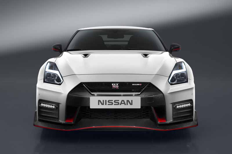 nissan-motor-co-ltd-nissan-gt-r-nismo-unveiled-the-2017-model-year20160527-10