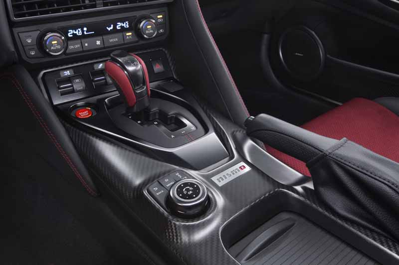 nissan-motor-co-ltd-nissan-gt-r-nismo-unveiled-the-2017-model-year20160527-2