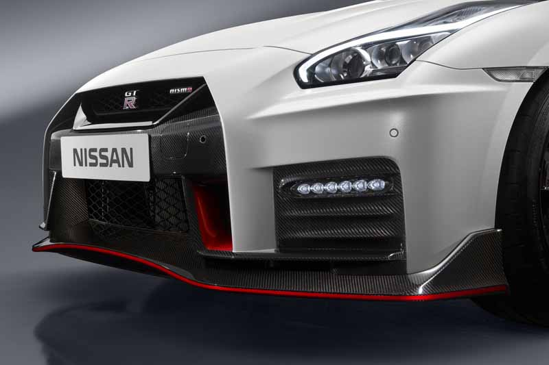 nissan-motor-co-ltd-nissan-gt-r-nismo-unveiled-the-2017-model-year20160527-7
