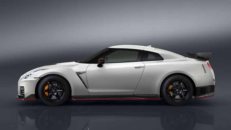 nissan-motor-co-ltd-nissan-gt-r-nismo-unveiled-the-2017-model-year20160527-9