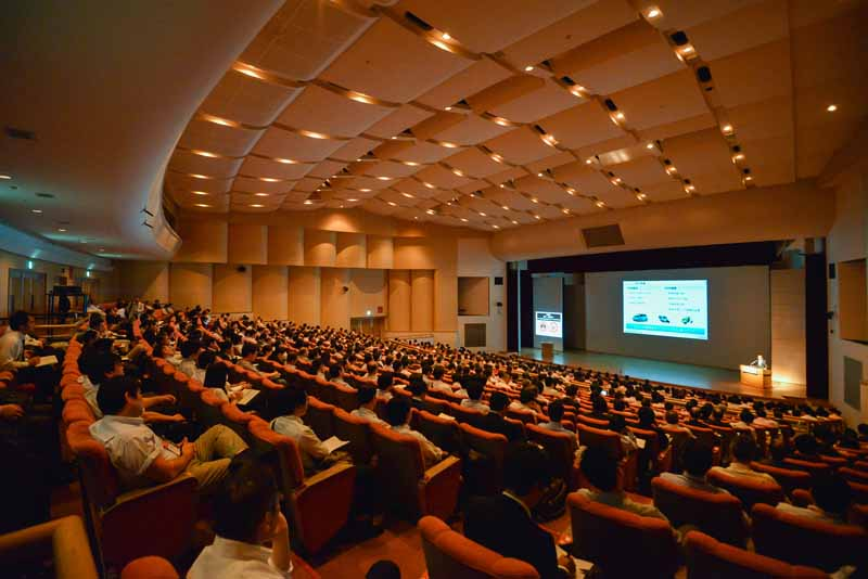 technology-exhibition-2016-opening-of-automotive-technology-exhibition-people-and-vehicles-the-first-time-in-japan-the-worlds-first-public-technology-one-after-another20160525-2