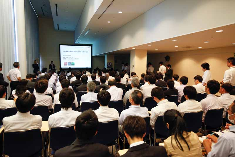 technology-exhibition-2016-opening-of-automotive-technology-exhibition-people-and-vehicles-the-first-time-in-japan-the-worlds-first-public-technology-one-after-another20160525-6