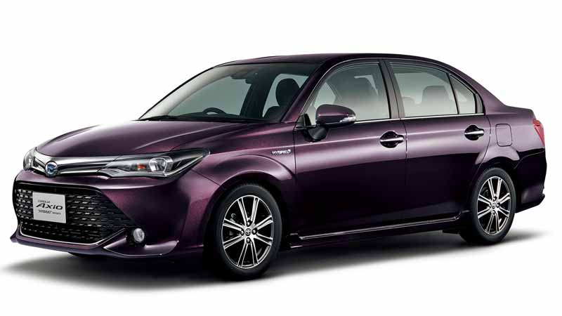 toyota-corolla-launched-the-special-edition-models-of-fielder-and-axio20160511-4