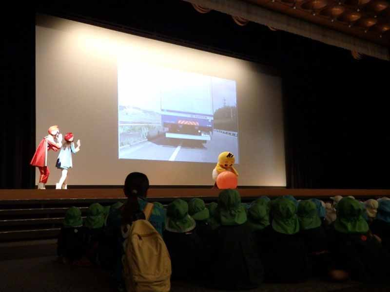 toyota-for-infants-traffic-safety-classroom-toyota-safety-school-was-held20160517-4
