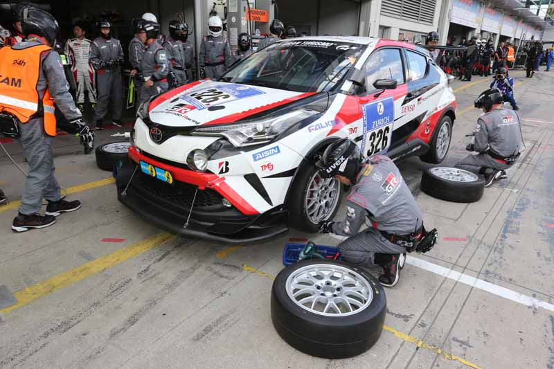 toyota-in-the-nurburgring-24-hour-endurance-is-c-hr-racing-and-lexus-rc-f-finish20160530-4