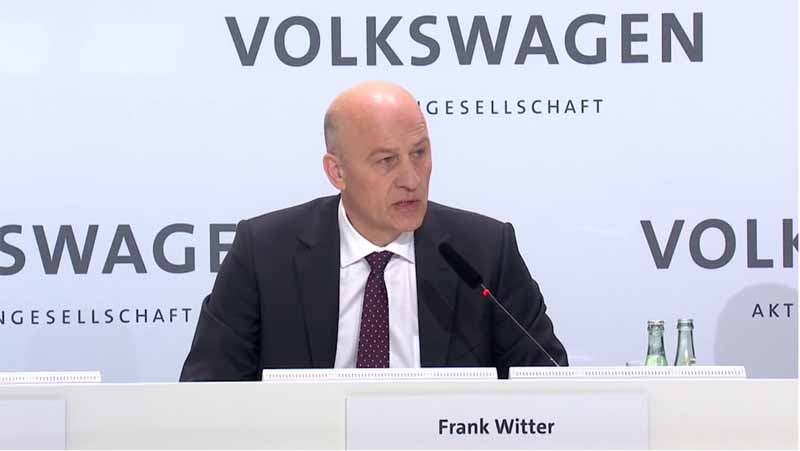 vw-volkswagen-calling-the-group-2015-annual-accounts-press-conference-in-the-world-from-germany20160503-16