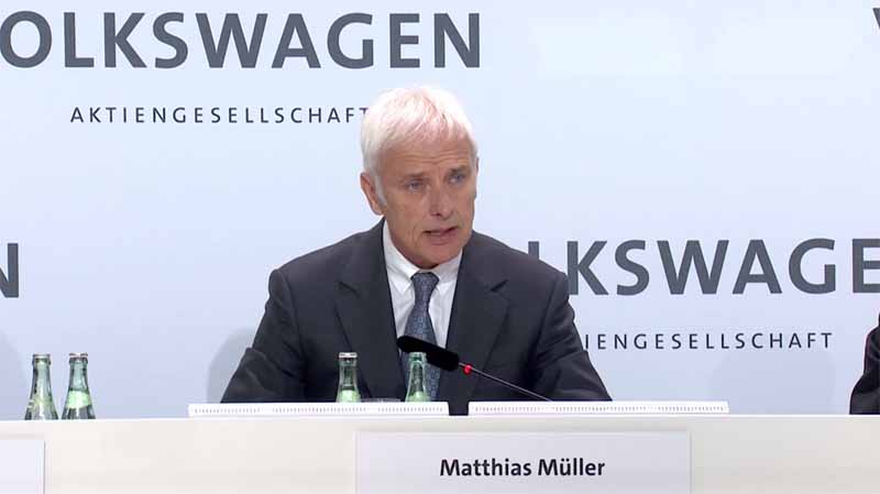 vw-volkswagen-calling-the-group-2015-annual-accounts-press-conference-in-the-world-from-germany20160503-3