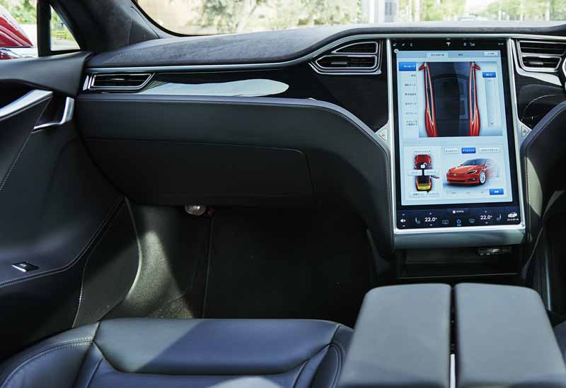 enika-tesla-model-s-free-1-day-test-drive-right-and-special-party-invitation-campaign-of-automatic-operation-featured20160601-10