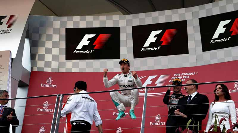 f1-european-gp-finals-rosberg-this-season-fifth-victory-to-protect-the-lead-from-the-pp-not-reach-the-winning-baton-11th20160621-22