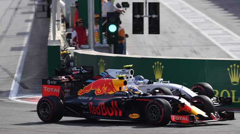f1-european-gp-finals-rosberg-this-season-fifth-victory-to-protect-the-lead-from-the-pp-not-reach-the-winning-baton-11th20160621-39