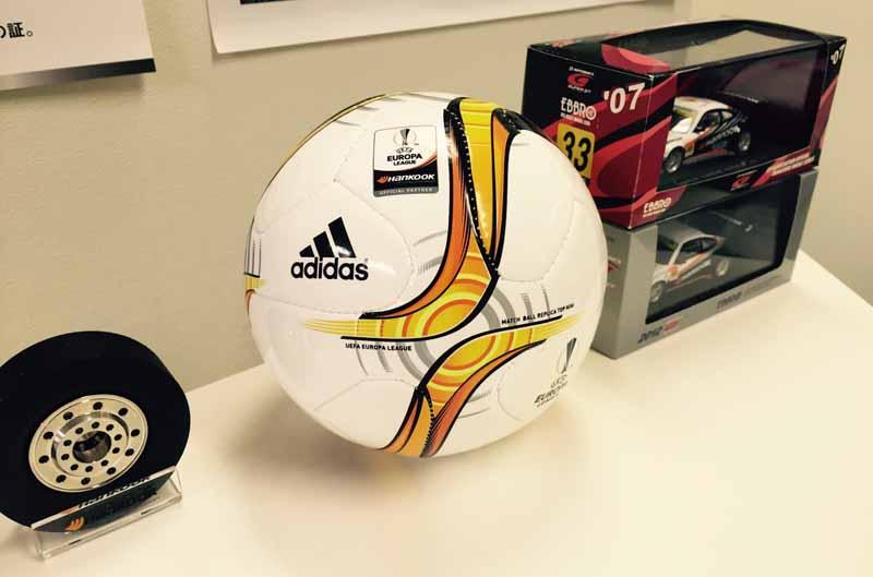 hancock-official-europa-league-soccer-mini-ball-gift-campaign20160609-1