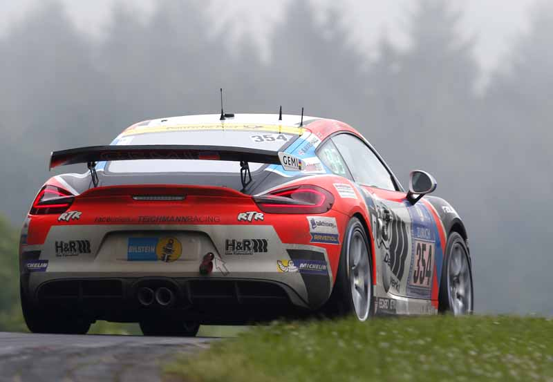 in-the-nurburgring-24-hour-race-customer-team-of-porsche-has-won-five-of-the-class-victory20160603-1