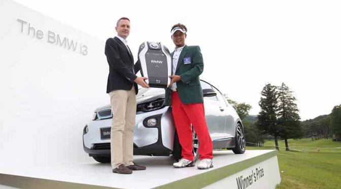 it-presented-the-bmw-i3-to-tsukada-yoakira-players-of-bmw-japan-golf-tour-championship-mori-building-cup-2016-championship20160610-1