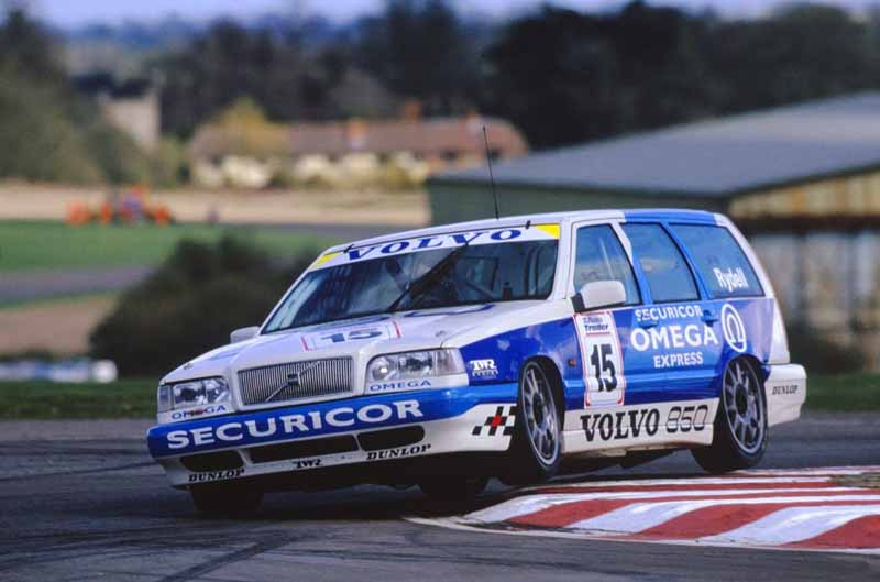 it-was-the-fame-of-the-name-of-volvo-models-volvo-850-launched-25-anniversary20160607-5
