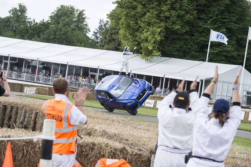 jaguar-f-pace-showing-off-a-thrilling-one-wheel-running-at-goodwood-festival-of-speed20160628-2