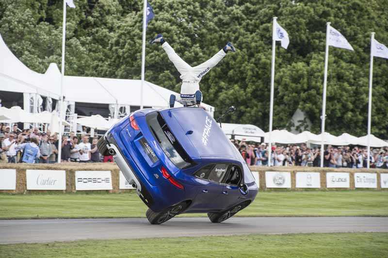 jaguar-f-pace-showing-off-a-thrilling-one-wheel-running-at-goodwood-festival-of-speed20160628-3