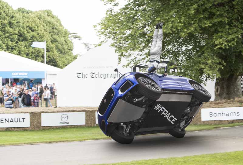 jaguar-f-pace-showing-off-a-thrilling-one-wheel-running-at-goodwood-festival-of-speed20160628-4