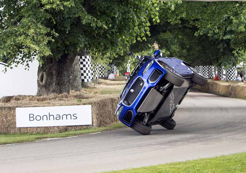jaguar-f-pace-showing-off-a-thrilling-one-wheel-running-at-goodwood-festival-of-speed20160628-5