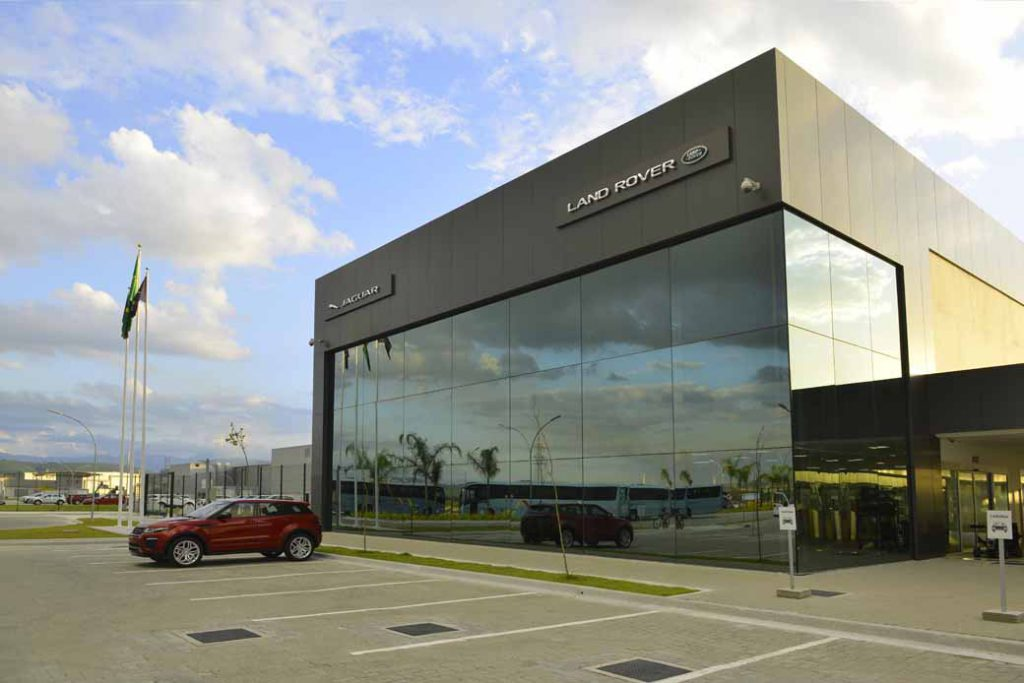 jaguar-land-rover-opened-a-manufacturing-plant-wholly-owned-will-be-the-first-in-brazil-except-in-the-united-kingdom20160621-1
