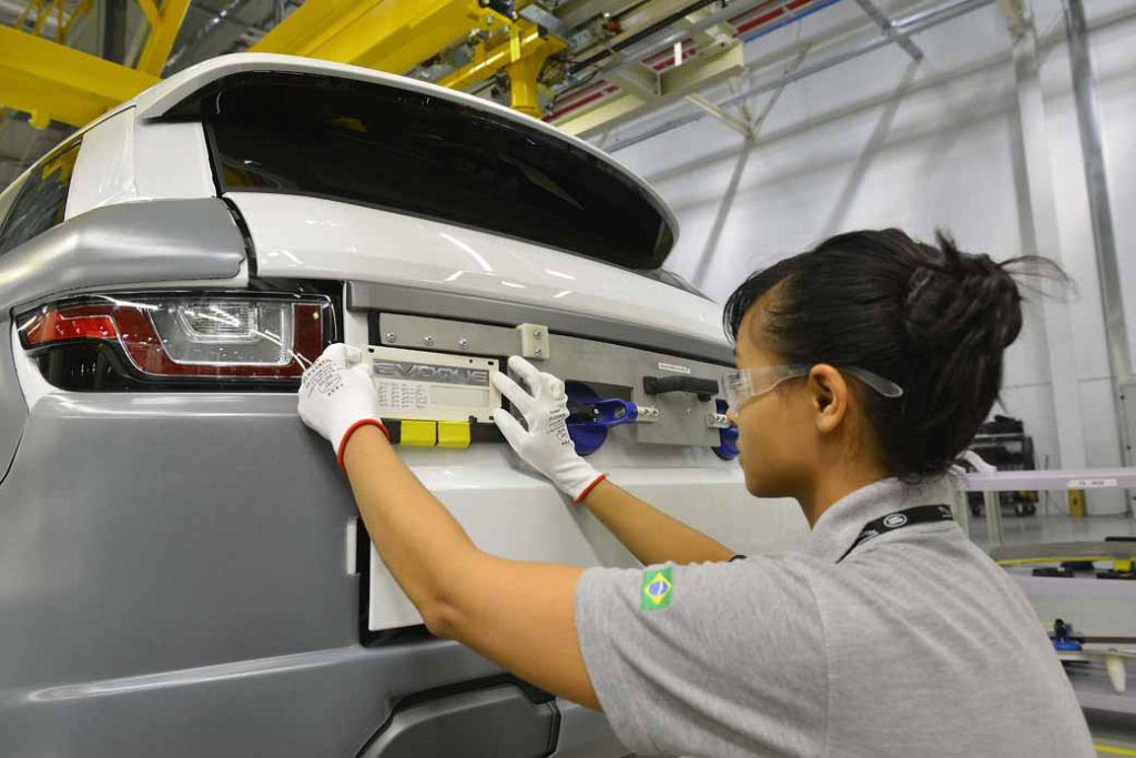 jaguar-land-rover-opened-a-manufacturing-plant-wholly-owned-will-be-the-first-in-brazil-except-in-the-united-kingdom20160621-4