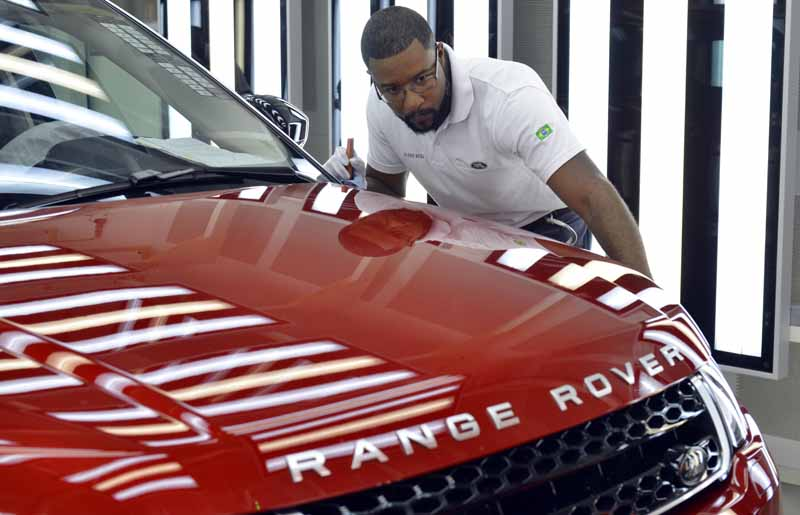 jaguar-land-rover-opened-a-manufacturing-plant-wholly-owned-will-be-the-first-in-brazil-except-in-the-united-kingdom20160621-5
