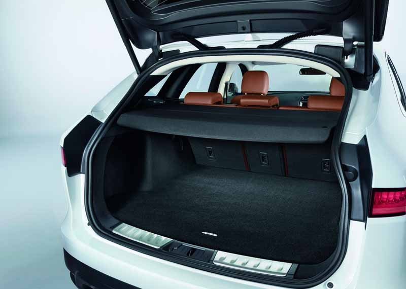 jaguar-performance-suv-f-pace-start-full-scale-orders-from-june-1320160613-4