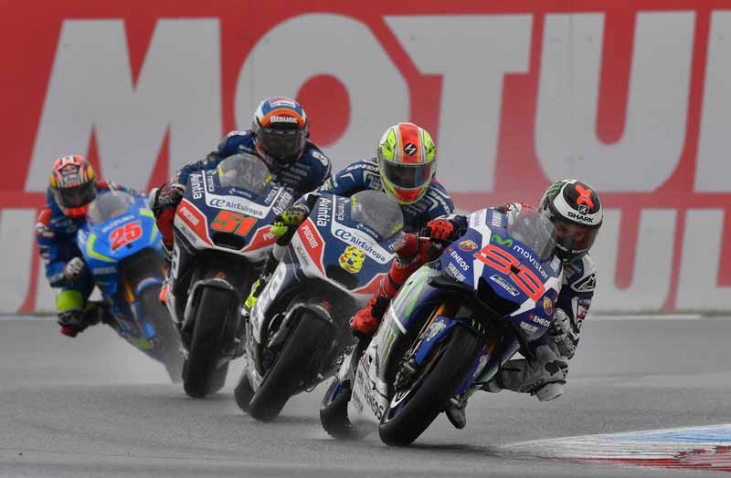 large-roughness-of-the-motogp-round-8-netherlands-mirror-first-win-overall-lead-of-marquez-second-place20160628-4