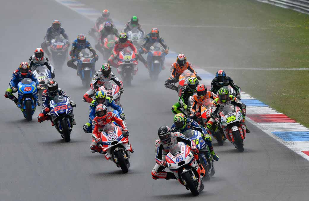 large-roughness-of-the-motogp-round-8-netherlands-mirror-first-win-overall-lead-of-marquez-second-place20160628-5