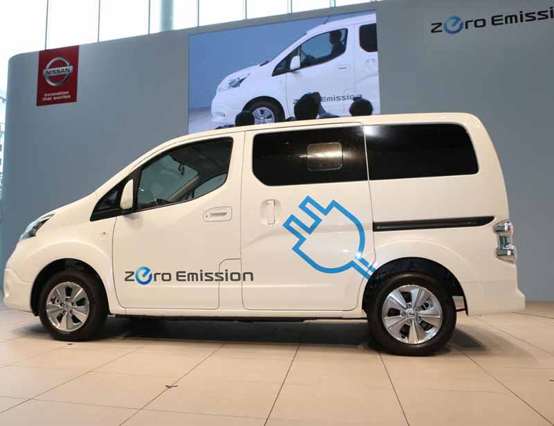 nissan-price-cuts-in-japan-suggested-retail-price-of-the-electric-car-e-nv20020160602-8