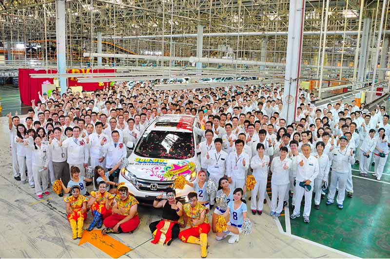 onda-achieve-the-300000-four-wheel-vehicle-production-total-in-taiwan20160616-2