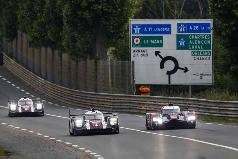 porsche-919-hybrid-of-wec-machine-run-the-french-suburb-of-public-road-at-320km-h-than20160609-1